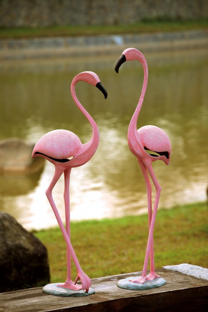 outdoor pink flamingo sculptures